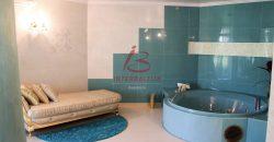 Pārdod 3-stāvu privātmāju Zolitūdē