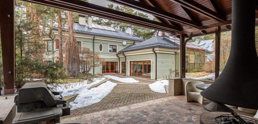 Pārdod lielisku māju Mežaparkā